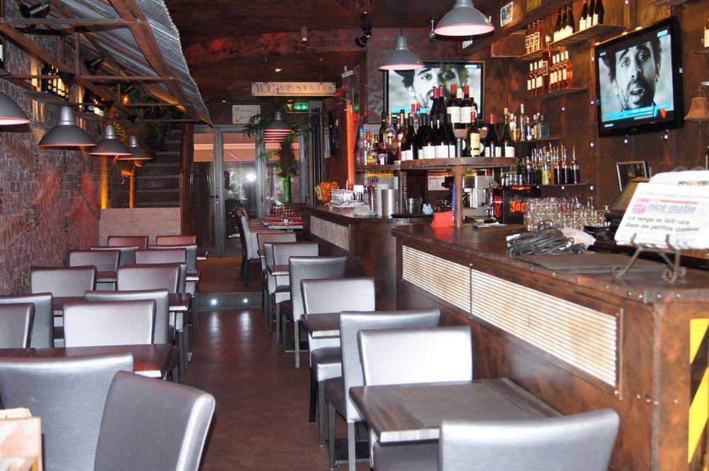 Le Cristal Cafe
