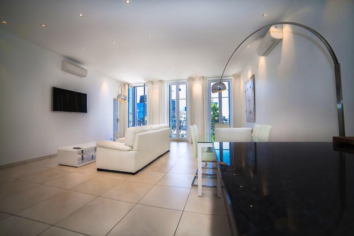 Palais View Deluxe Suite