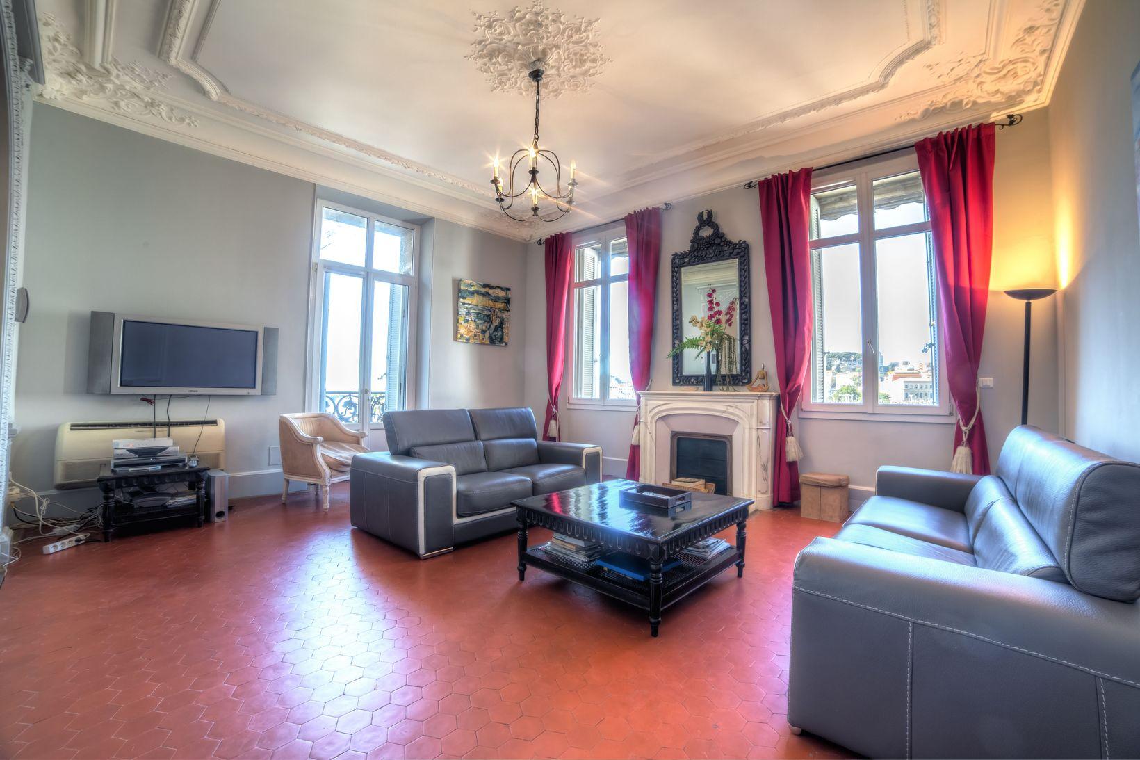 Place de Gaulle Deluxe