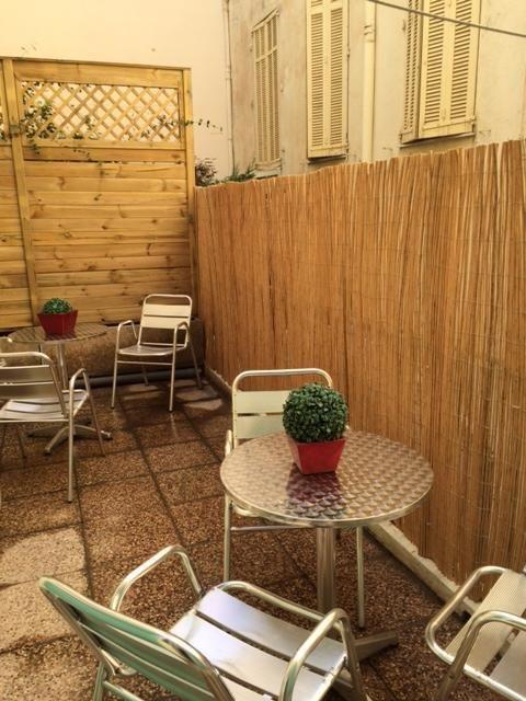 Quai St Pierre Lounge 1