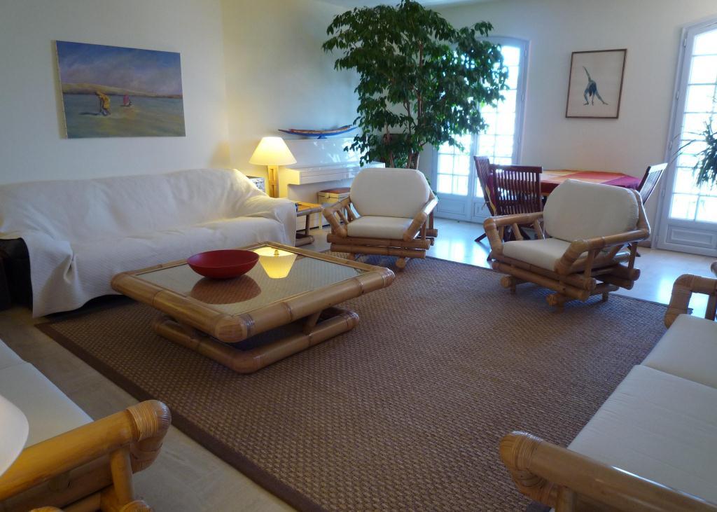 Quai St Pierre Lounge 2