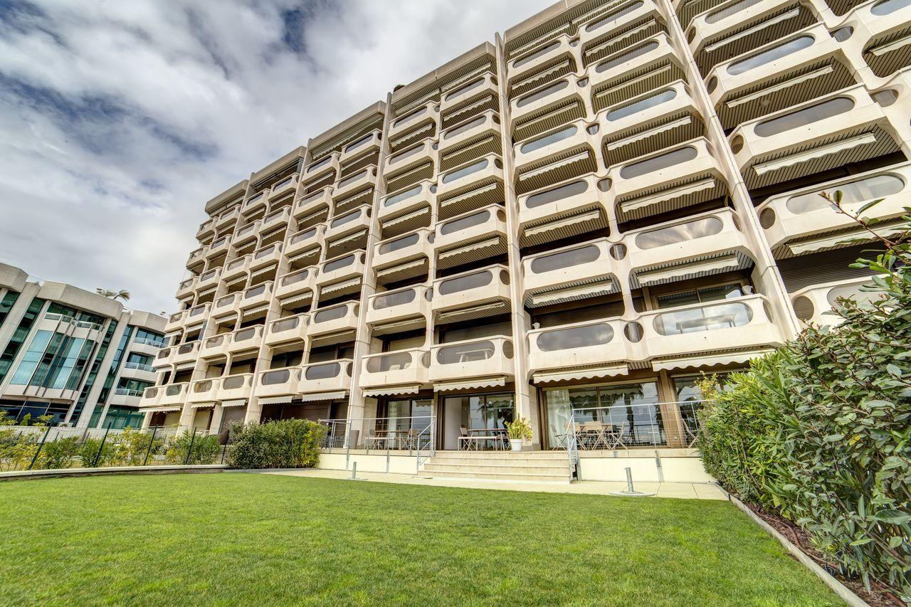 Cannes Croisette Terrace