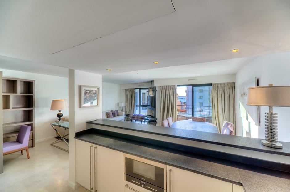 Carlton Residence 103